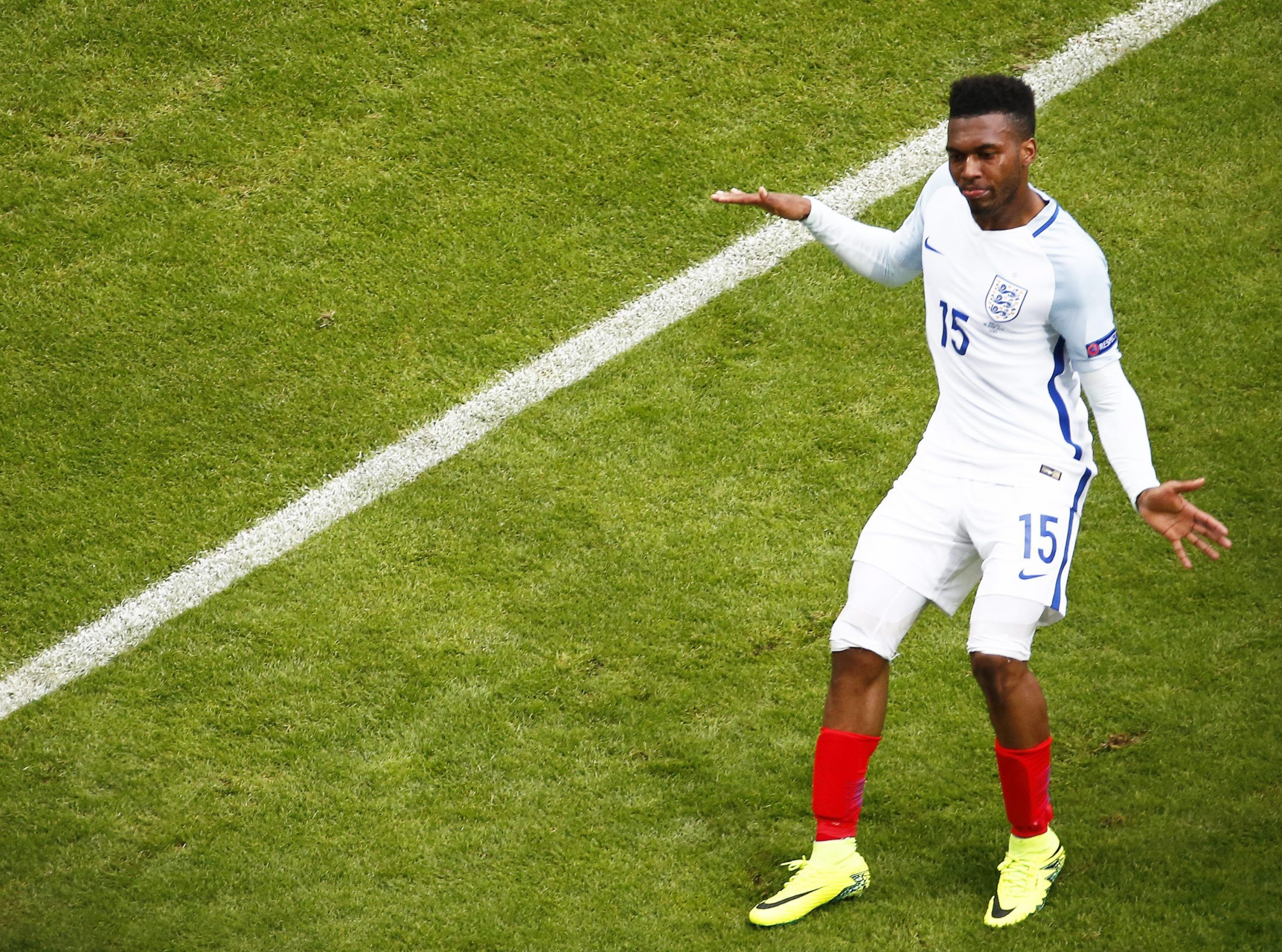 Sturridge celebrando un gol con Inglaterra.